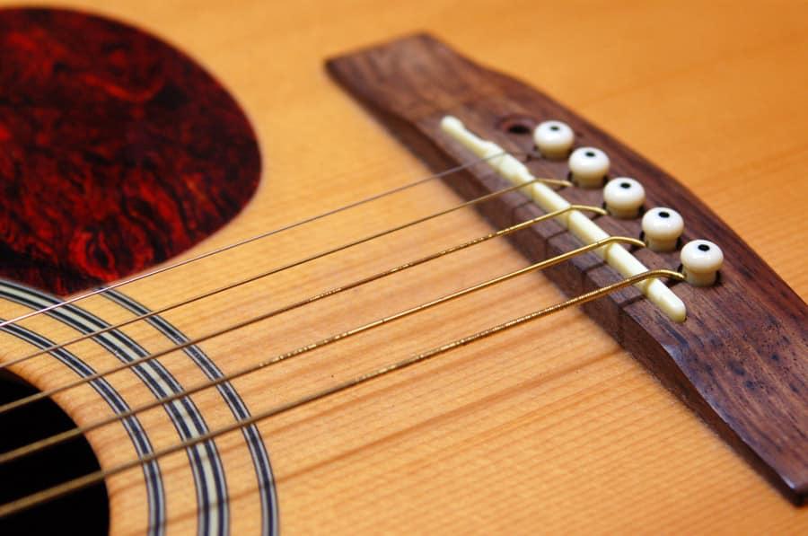 Changement cordes entretien guitare folk blog guitar n 39 blues - Comment dessiner une guitare ...