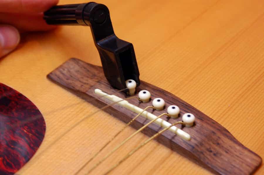 Comment changer les cordes de sa guitare - Comment dessiner une guitare ...
