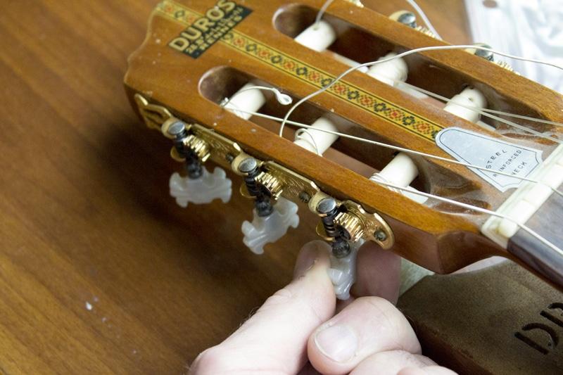démontage cordes classique guitare