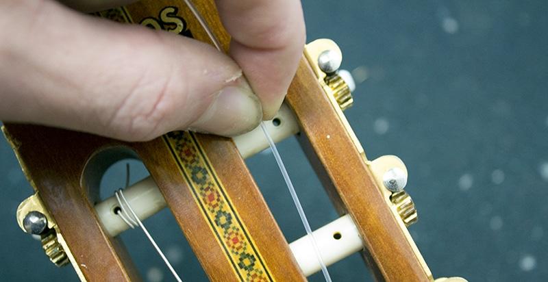on mesure la longueur de la corde nylon classique