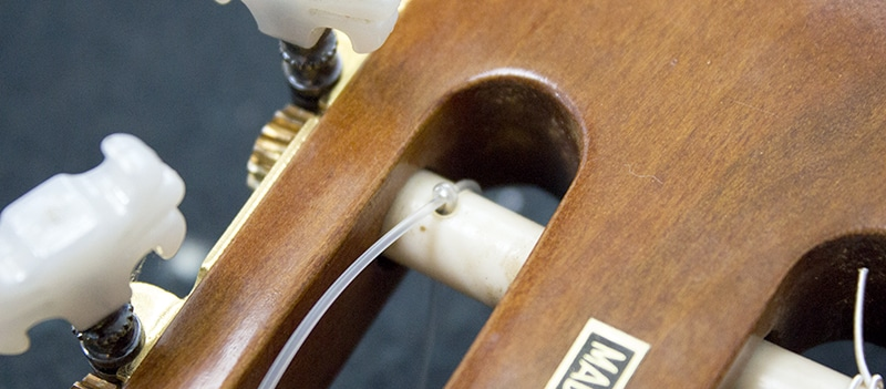 zoom sur le nœud des cordes nylon classique